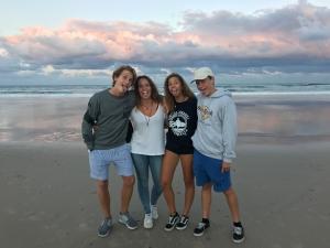 Australien High School Simone 17-18 strand